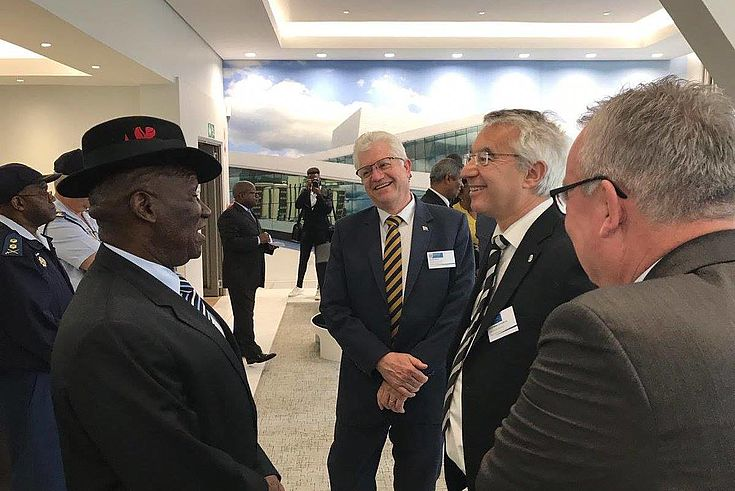 Prof. Schmidbauer and his colleagues in conversation with the South African Police Minister Bheki Cele during the Western Cape conference